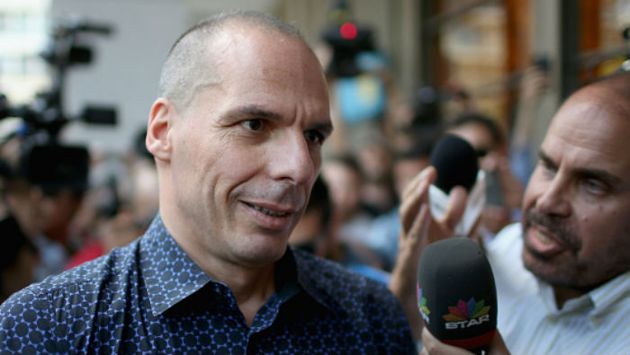 Former Greek finance minister Yanis Varoufakis faces a barage of questions after resigning on July 6, 2015