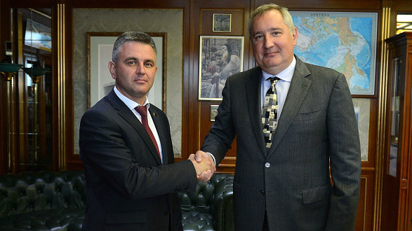 The President of Transnistria Vadim Krasnoselsky (L) and Russia's Deputy Prime Minister Dmitry Rogozin during a meeting